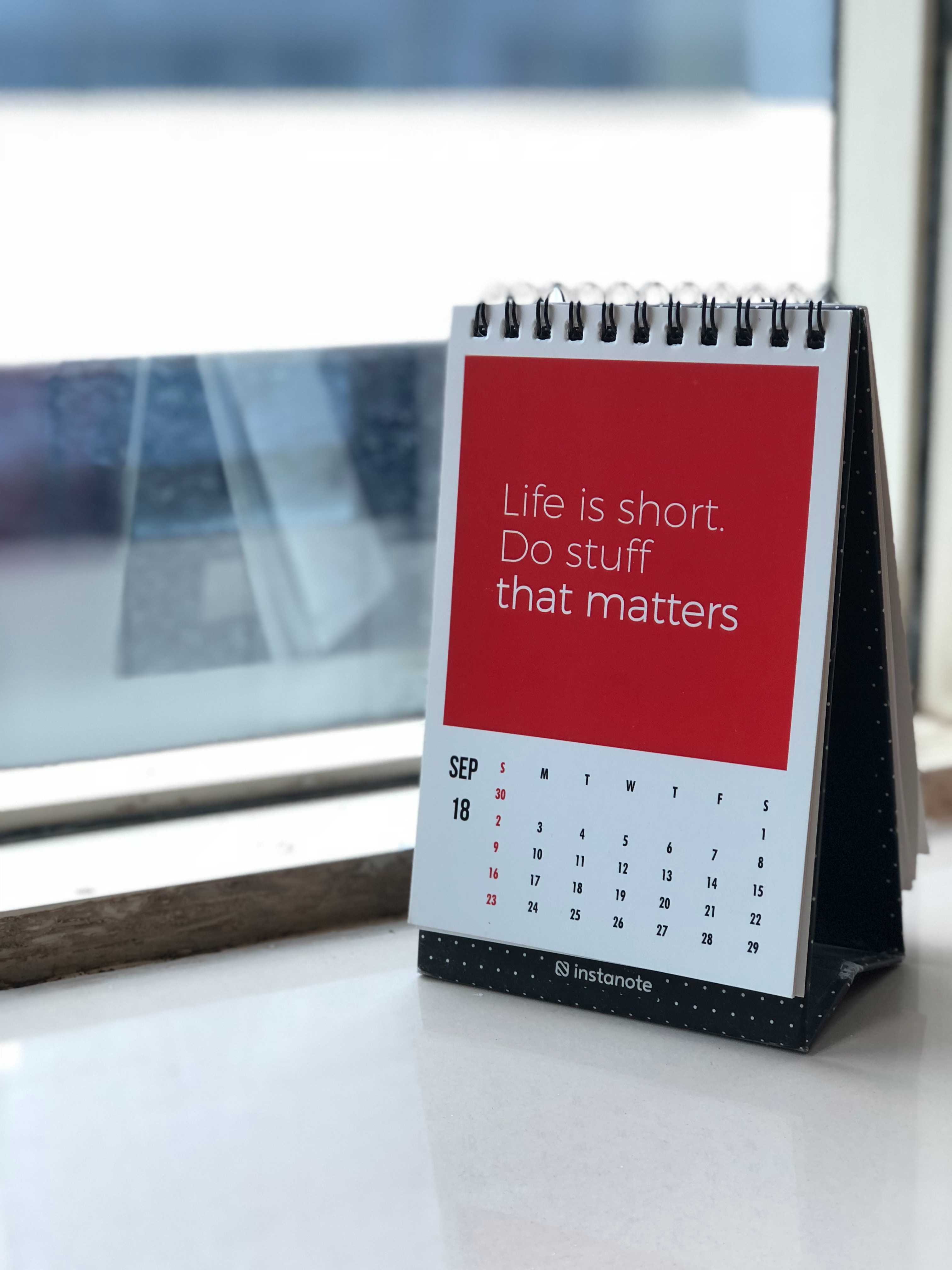 manasvita-s-844576-unsplash_life is short do stuff that matters_encouragement